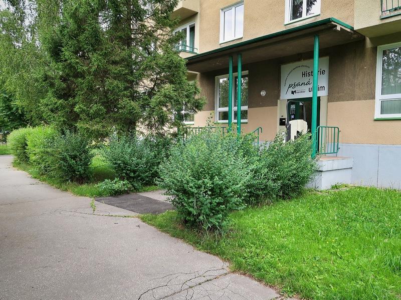 Vchod do expozice ze zadní části budovy na Pavlovově ulici